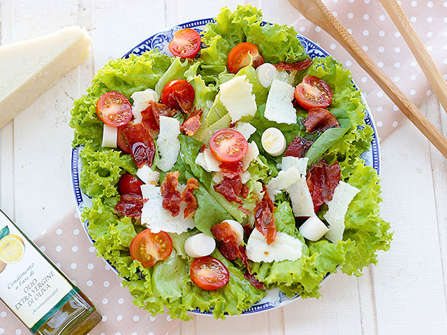 Salada Verde com queijo e Presunto Cru crocante