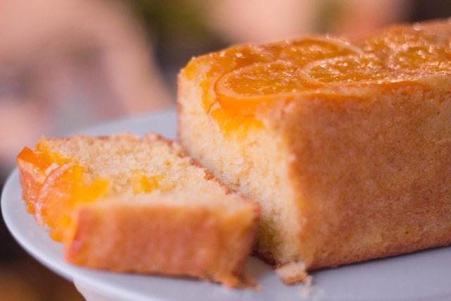 Bolo amanteigado de laranja