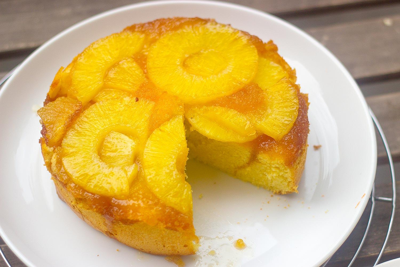 Bolo de abacaxi caramelizado